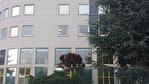 IMMOBILIERE PACQUET vous propose à la location des bureaux sur Plaisir Gare. 92 M² de bureaux avec 2 parkings. Loyer mensuel: 958 euros HT et HC. A été loué par l'intermédiaire de IMMOBILIERE PACQUET