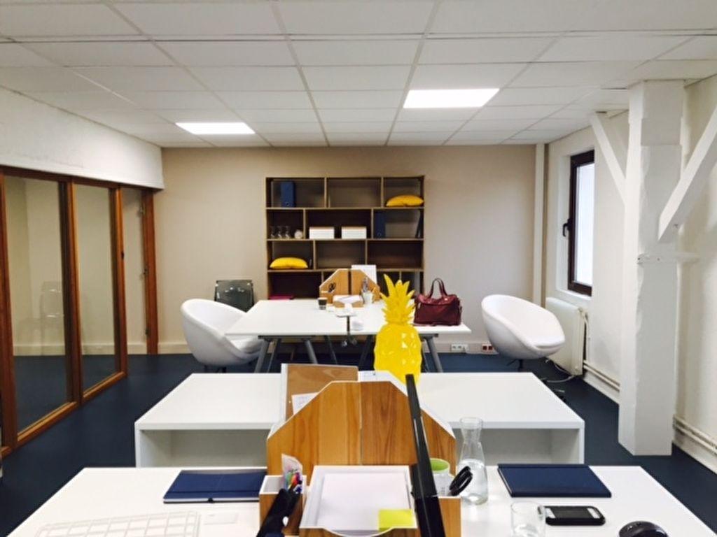 Feucherolles, proche Saint Nom la Bretèche, Location bureau équipé 22 M² . Loyer mensuel toutes charges comprises  440 euros HT.