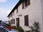 Plaisir proche gare. A louer bureaux ou local professionnel de 235 M² divisibles. Loyer mensuel: 2 350 euros HT et HC.