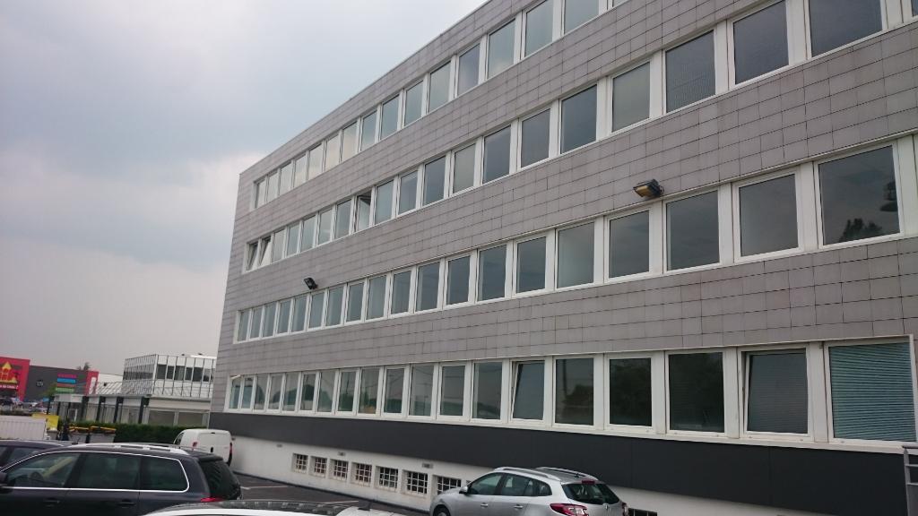 IMMOBILIERE PACQUET vous propose sur Plaisir gare des bureaux de 138 M². Loyer mensuel :1 495 euros HT et HC