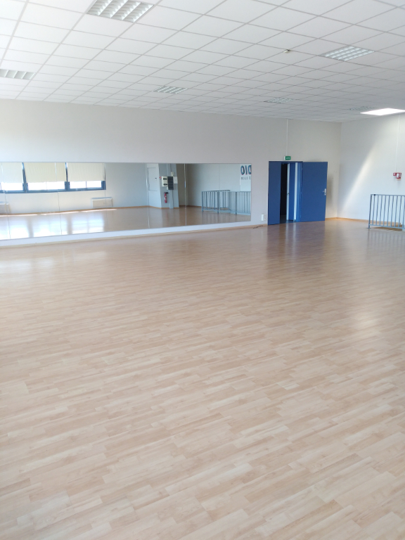 Local commercial Orgeval 153 M²