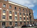 IMMOBILIERE PACQUET vous propose à la location des bureaux de 53 M² sur Plaisir proximité Gare. Fibre optique dans l'immeuble. Loyer mensuel 540 euros HT et HC.