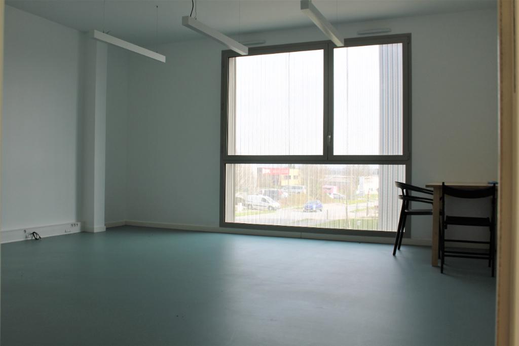 A LOUER BUREAU 29,50 m² 35 470 BAIN DE BRETAGNE