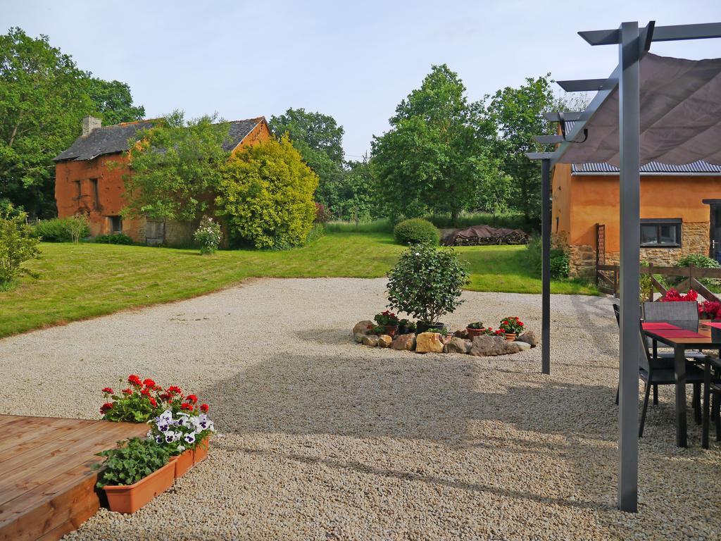 Maison familiale et gîtes sur 1.3 hectares de terrain à vendre. photo 2