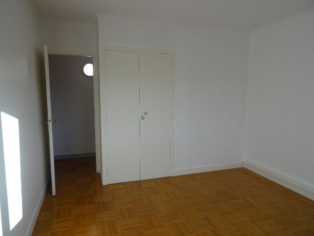 A louer, Appartement T4 à Quevert 116 m2 photo 2