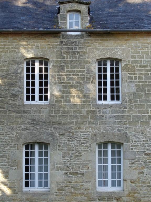 A vendre - 13 kms au Sud de Dinan - 45 km de Rennes- Magnifique bâtisse en pierre à rénover en partie photo 1