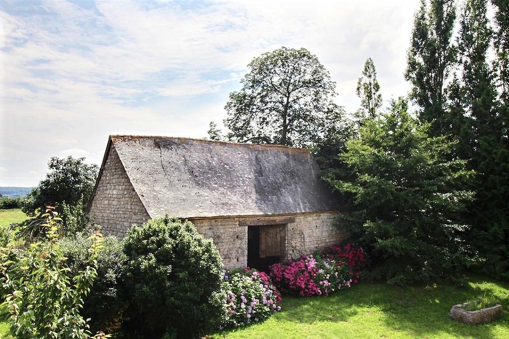 A vendre - 13 kms au Sud de Dinan - 45 km de Rennes- Magnifique bâtisse en pierre à rénover en partie photo 2