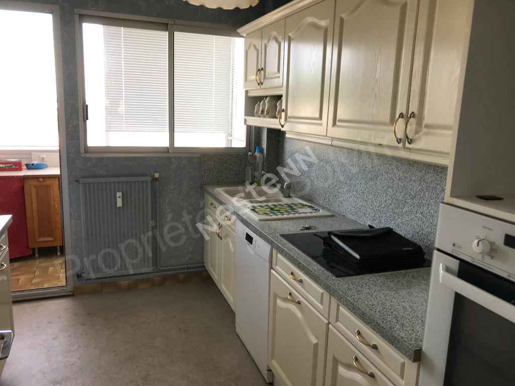 Appartement LAON ville basse Balcon,  Ascenceur, Garage   photo 1