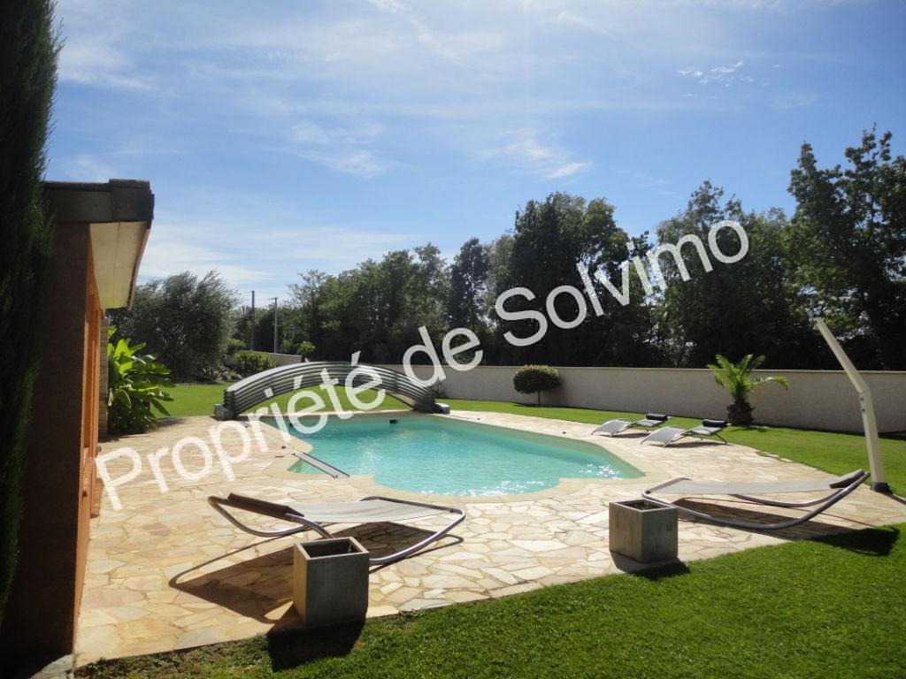 Villa récente avec piscine photo 2