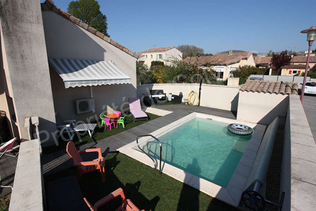 Villa plain pied avec piscine. photo 2