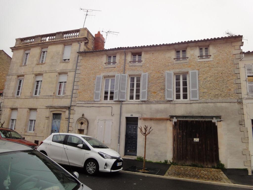 Rochefort - Maison à étage avec garage, centre ville photo 1