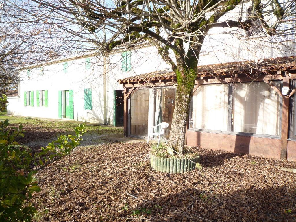 Exclusivité Maison charentaise : 10 minutes sud est Rochefort : Trizay photo 2