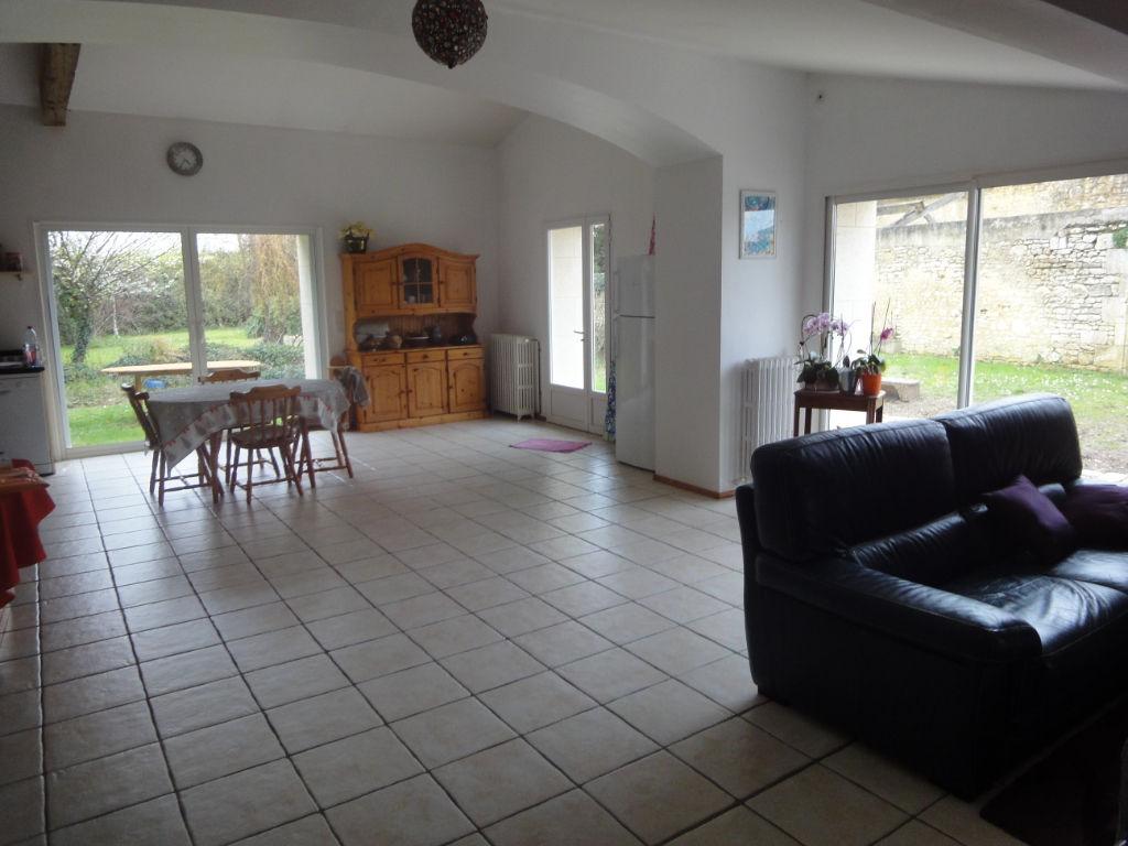 Entre Rochefort et Tonnay Charente Maison Charentaise de 206 m² hab. photo 2