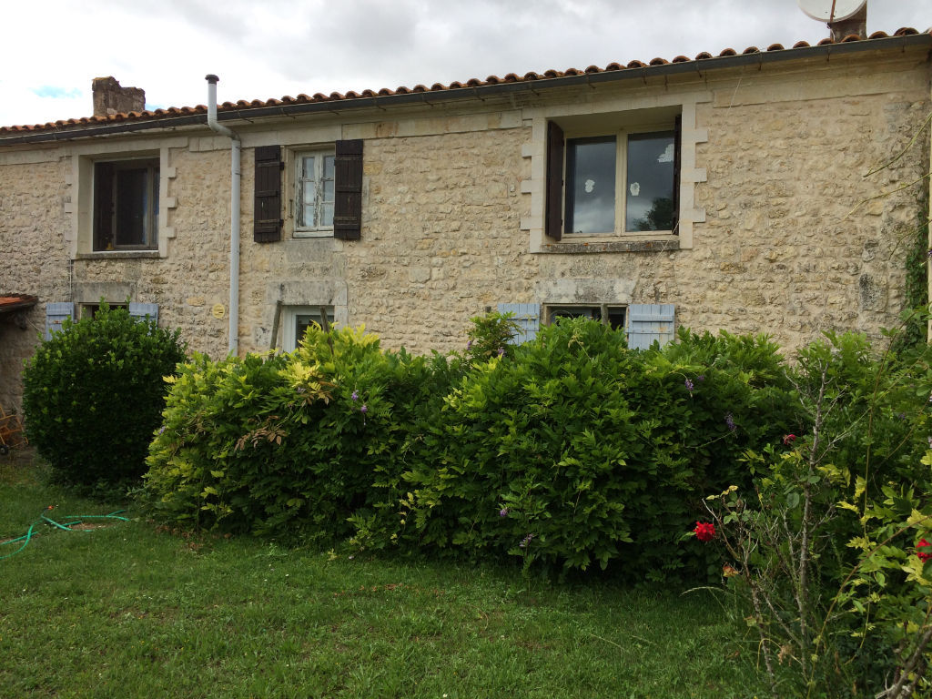 10 min ROCHEFORT St HIPPOLYTE : Maison en pierres 4 chambres photo 1
