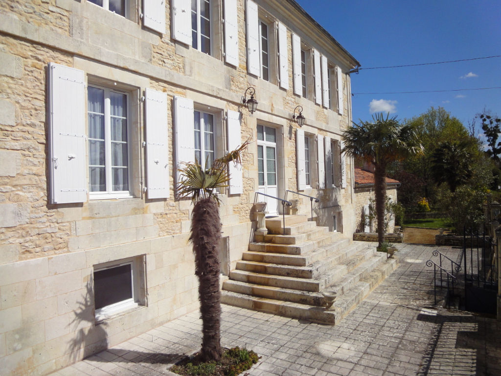 12 min Rochefort : St Hippolyte, ANCIEN RELAIS DES POSTES 210 m2 photo 1