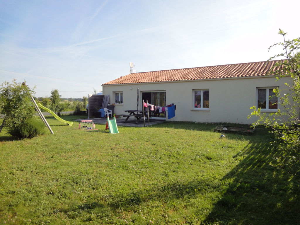 ENTRE ROCHEFORT ET SAINTES : Plain pied 3 chambres + garage photo 2