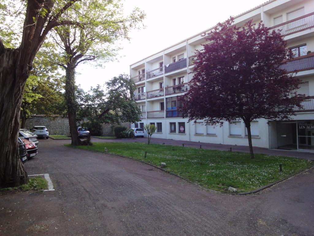 Plateau hyper centre de Rochefort 246 m² photo 2