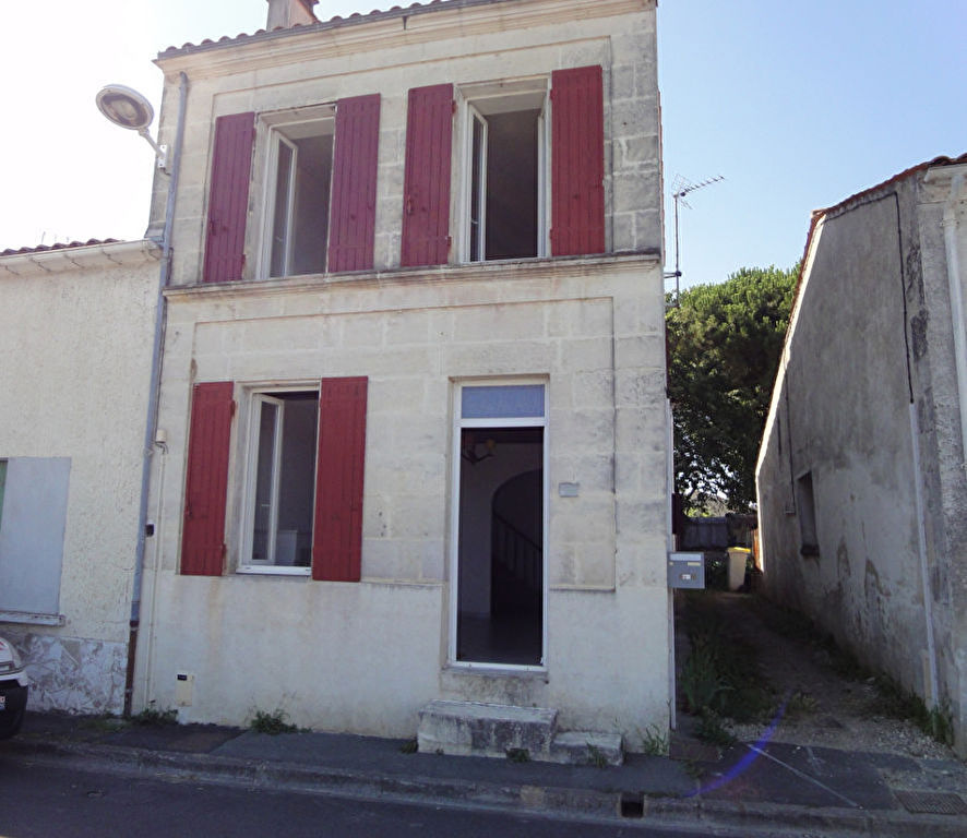 5 min de ROCHEFORT  : TONNAY CHARENTE Maison d'habitation en pierres photo 1