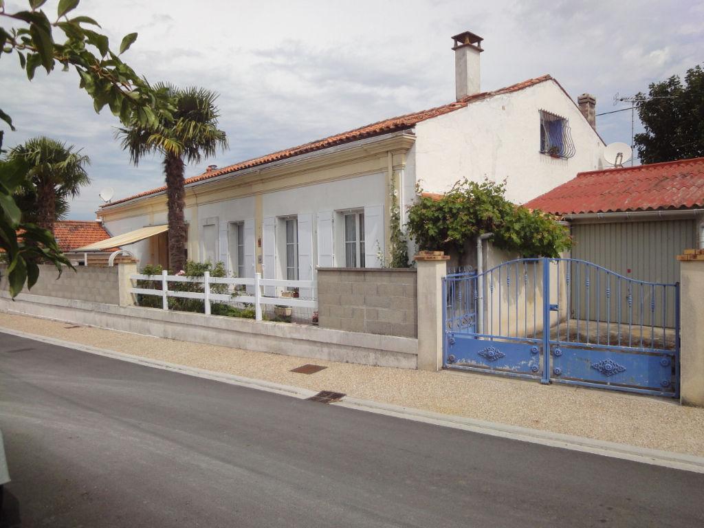 5 min Rochefort : TONNAY CHARENTE , Maison 4 pièces 80 m² + piscine photo 1