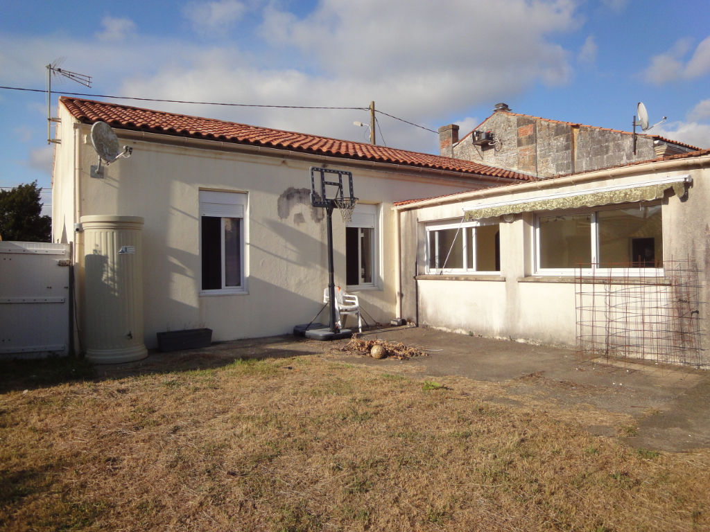 EXCLUSIVITÉ : 5 MIN ROCHEFORT: MAISON en pierres plain pied, 4 chambres, 2 garages photo 2