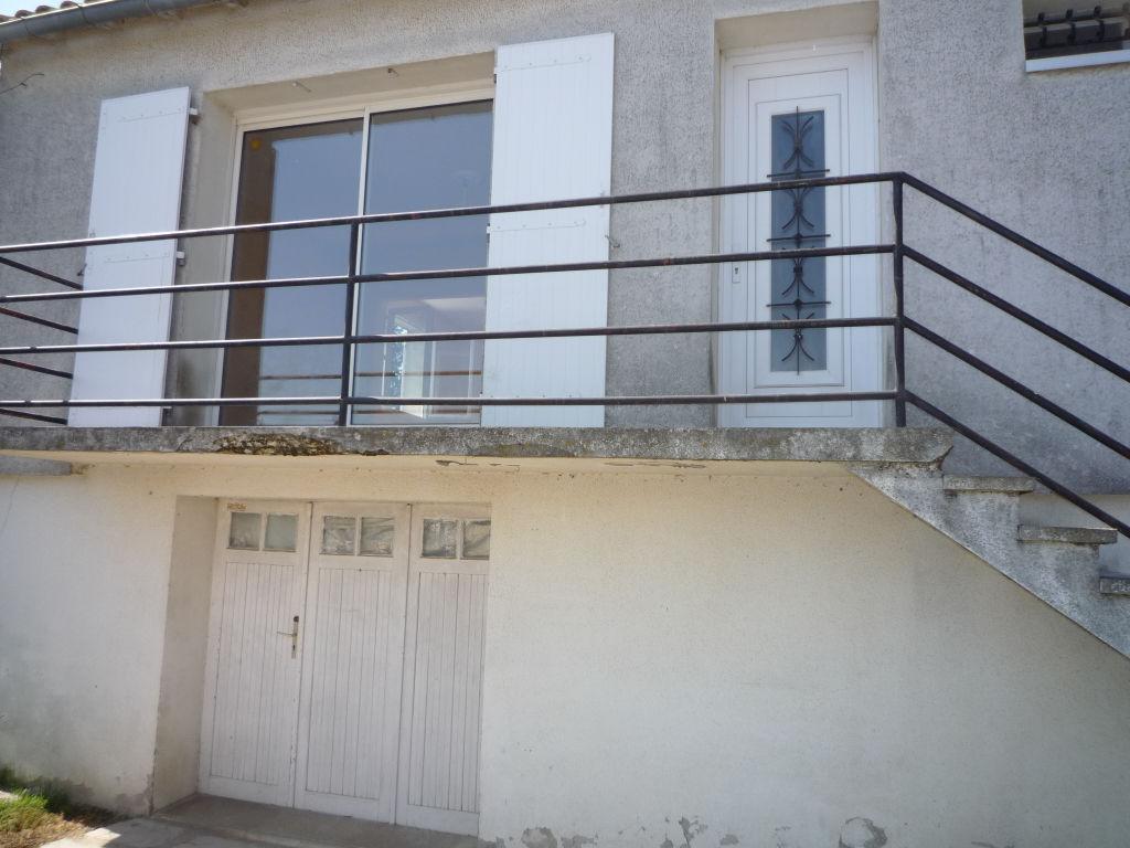 Maison étage 80 m2 avec garage à vendre faubourg de Rochefort. photo 1