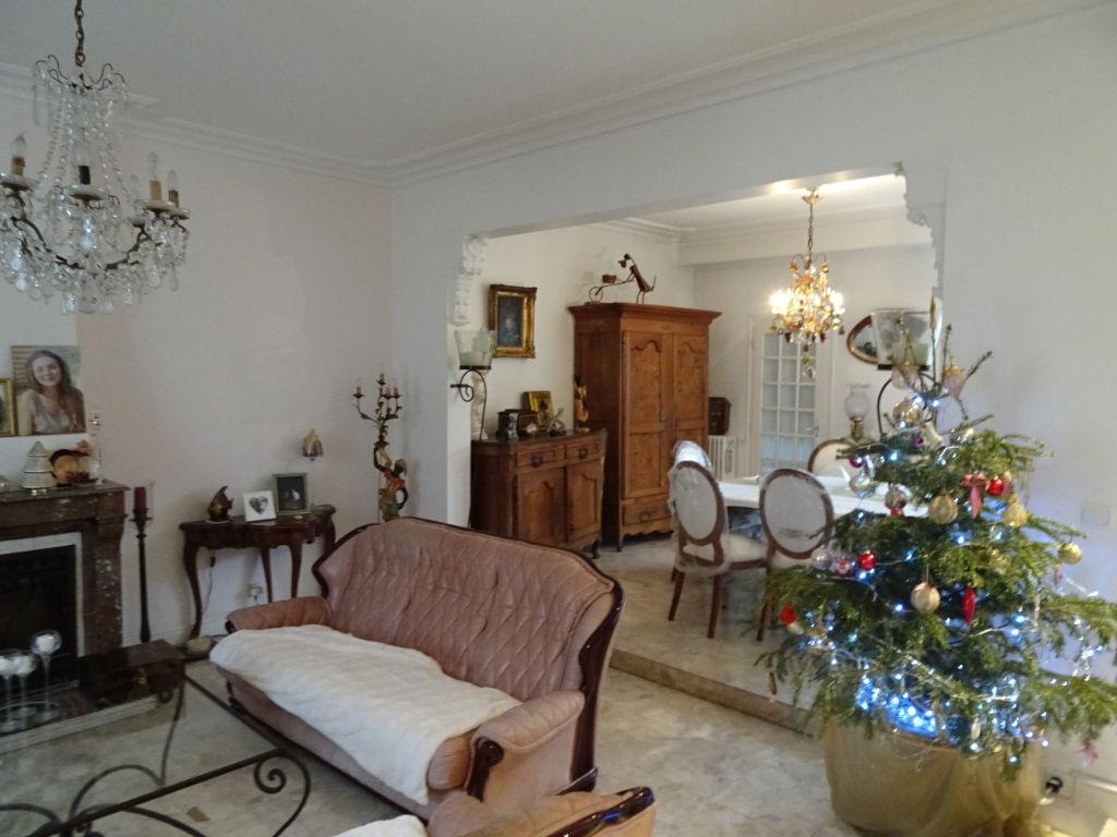 Rochefort : maison d'habitation, cinq chambres. photo 1