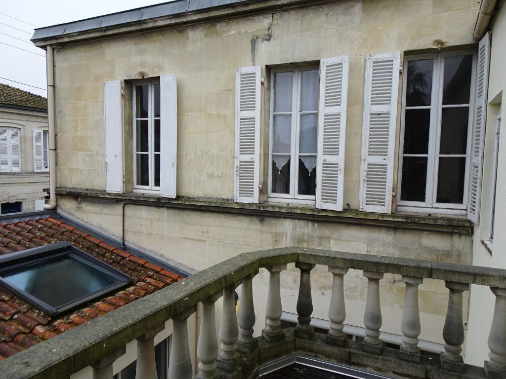 Rochefort : maison d'habitation, cinq chambres. photo 2