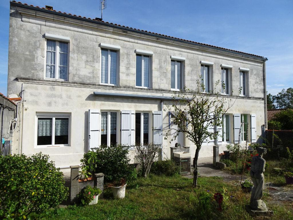 ROCHEFORT : Maison de Maître, façade pierres de tailles 5 pièces avec jardin et garage photo 1