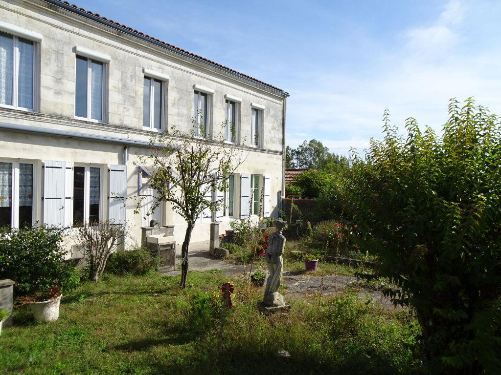 ROCHEFORT : Maison de Maître, façade pierres de tailles 5 pièces avec jardin et garage photo 2