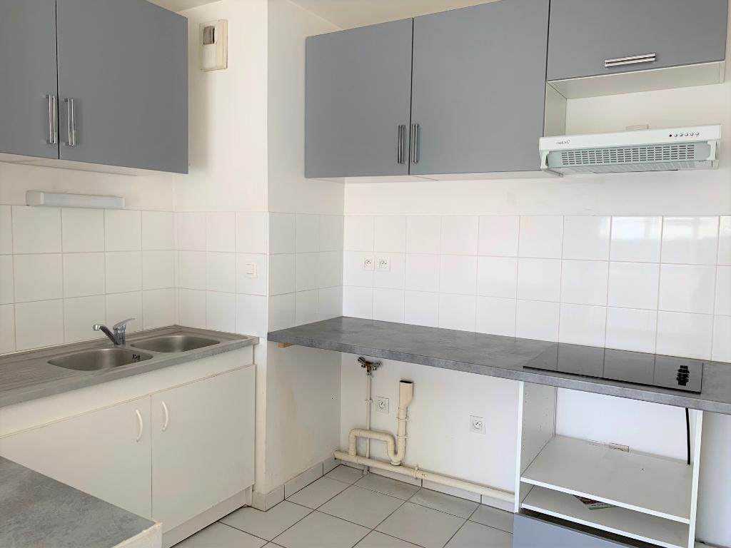 Toulouse Blagnac 31700 au pied du Métro  appartement T2 de 47.70 m² - terrasse de 11.6 m² -Garage photo 2