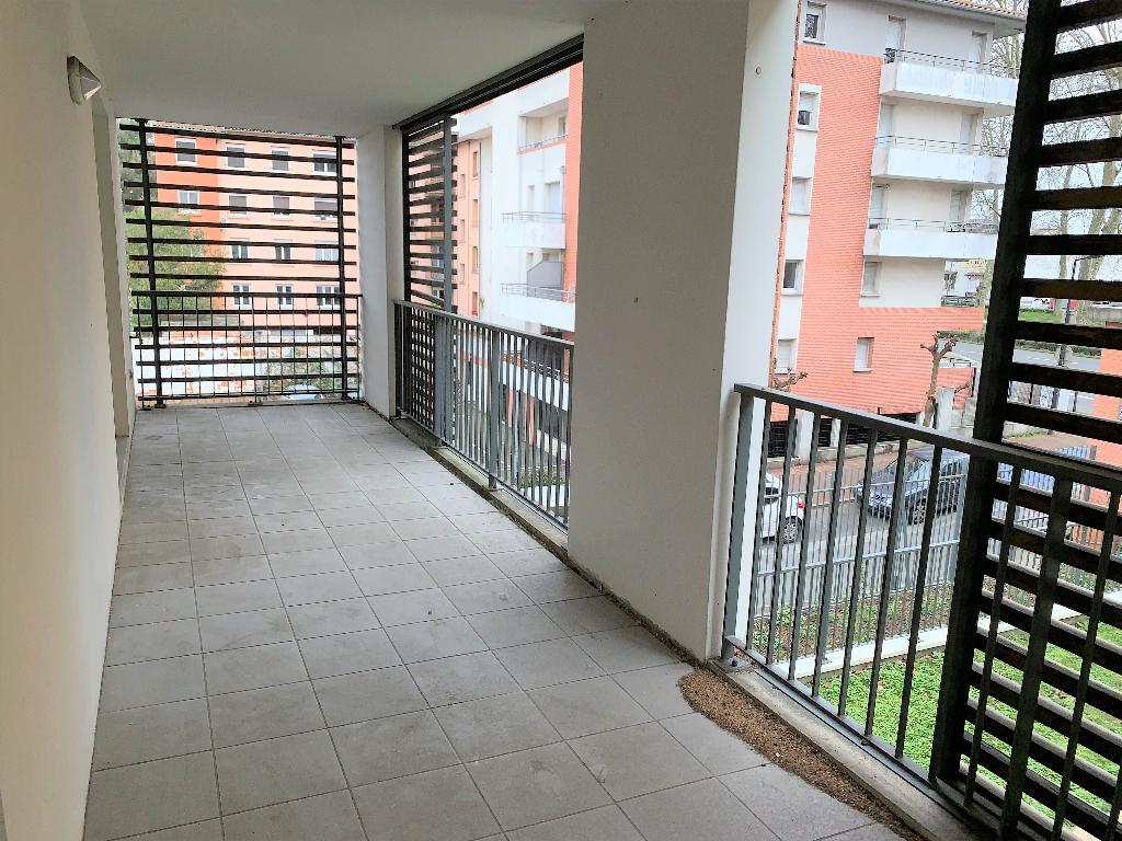 Toulouse 31200 Proche métro Canal du midi , T3 Récent de 65.25m², cuisine séparée  terrasse de17.95m²  + Porche de 14.8m²  1er étage , 1 parking sous sol photo 1