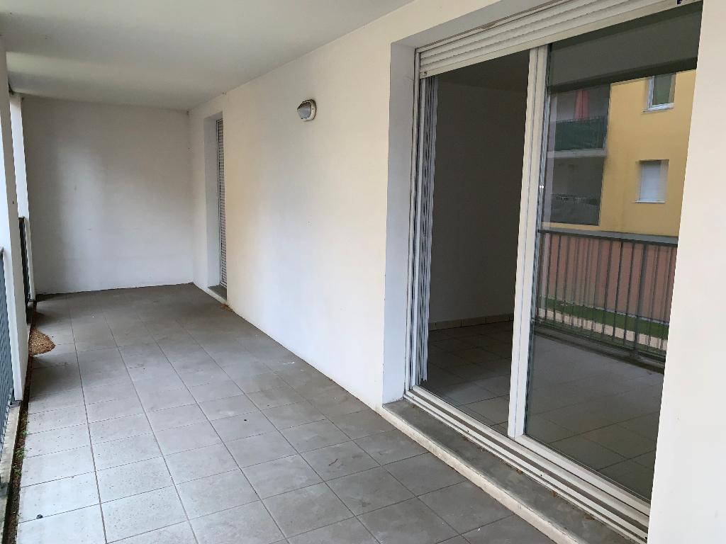 Toulouse 31200 Proche métro Canal du midi , T3 Récent de 65.25m², cuisine séparée  terrasse de17.95m²  + Porche de 14.8m²  1er étage , 1 parking sous sol photo 2