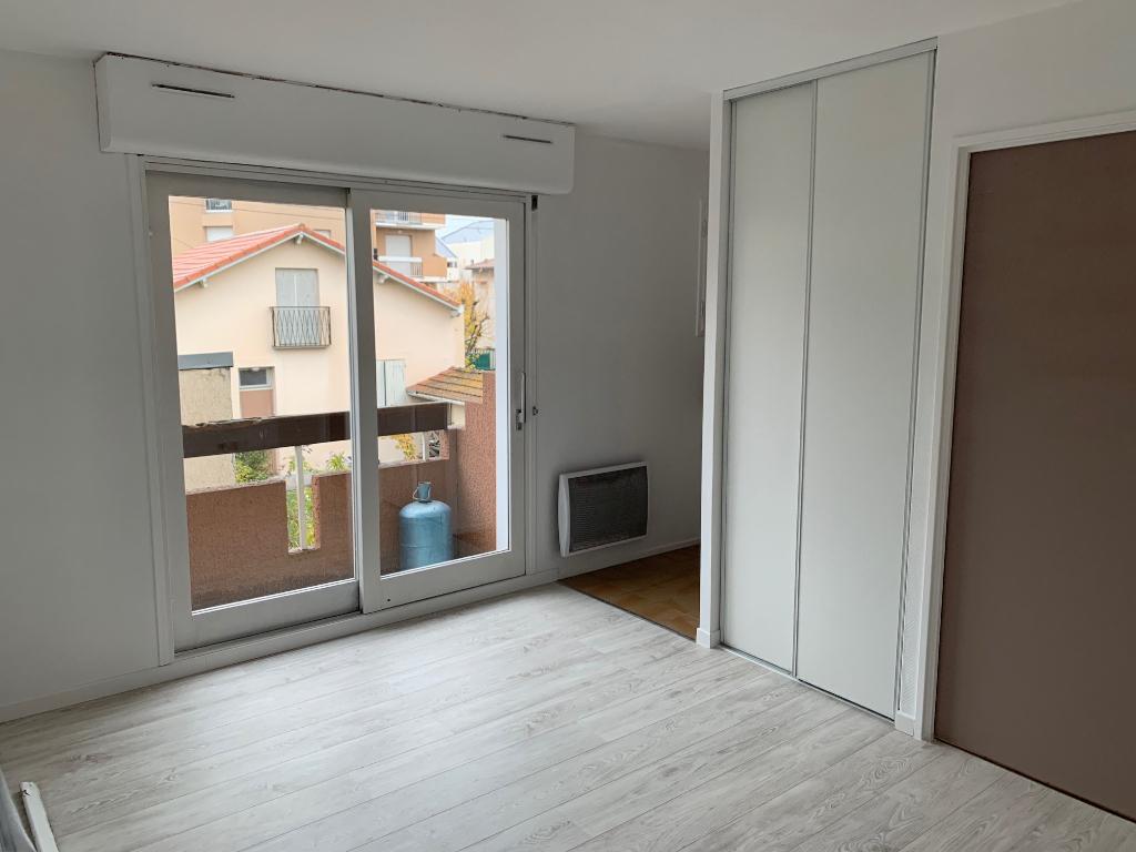 Toulouse Rangueil 31400 proche Facs T1 de 18.12 m2 parking Tres calme et lumineux