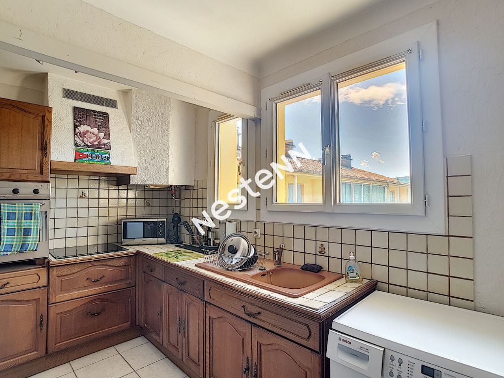 Brignoles HORS CENTRE-VILLE T3 lumineux avec balcon photo 1