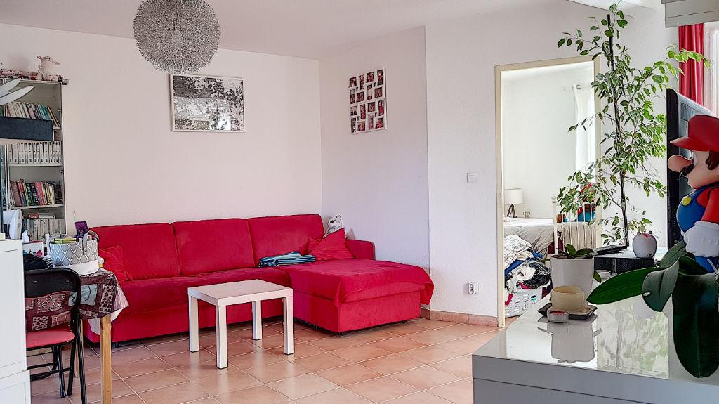 Appartement T2 avec balcon résidence calme Brignoles photo 1