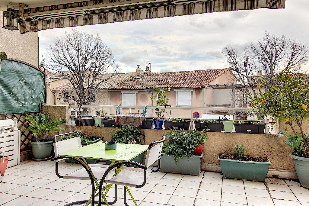 Appartement Vitrolles 3 pièce(s) 73 m² avec deux terrasses d'environ 30 m² et garage photo 1