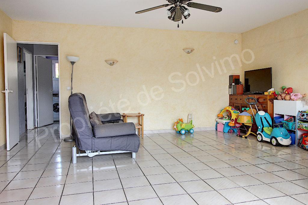 Appartement Vitrolles 3 pièce(s) 73 m² avec deux terrasses d'environ 30 m² et garage photo 2