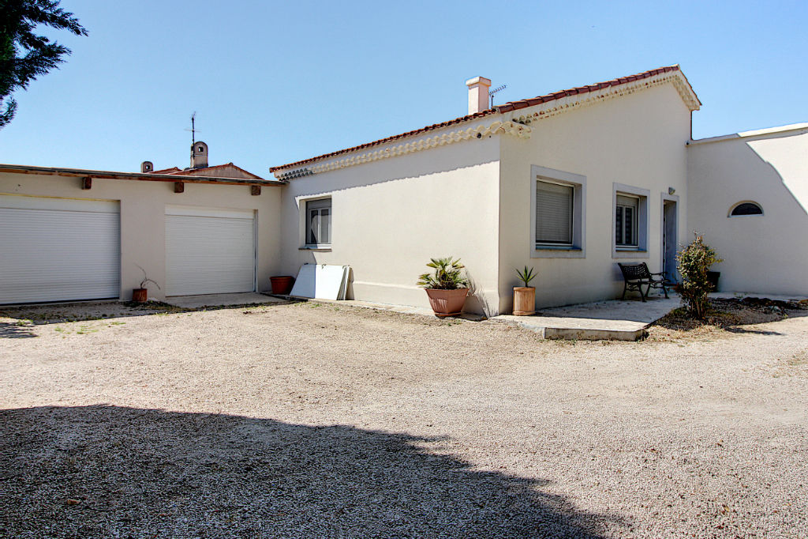 Maison Vitrolles secteur très recherché  4 pièce(s) 90 m² environ plain pied avec double garage de 60 m² environ photo 2
