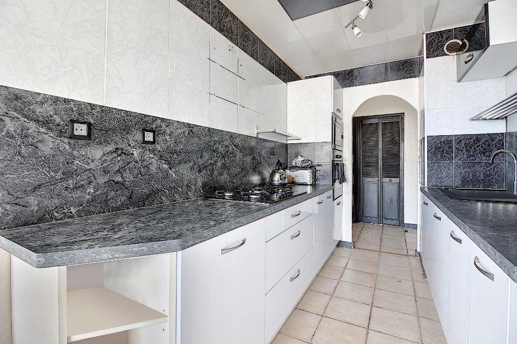 Appartement Vitrolles 4 pièce(s) 84 m2 photo 2