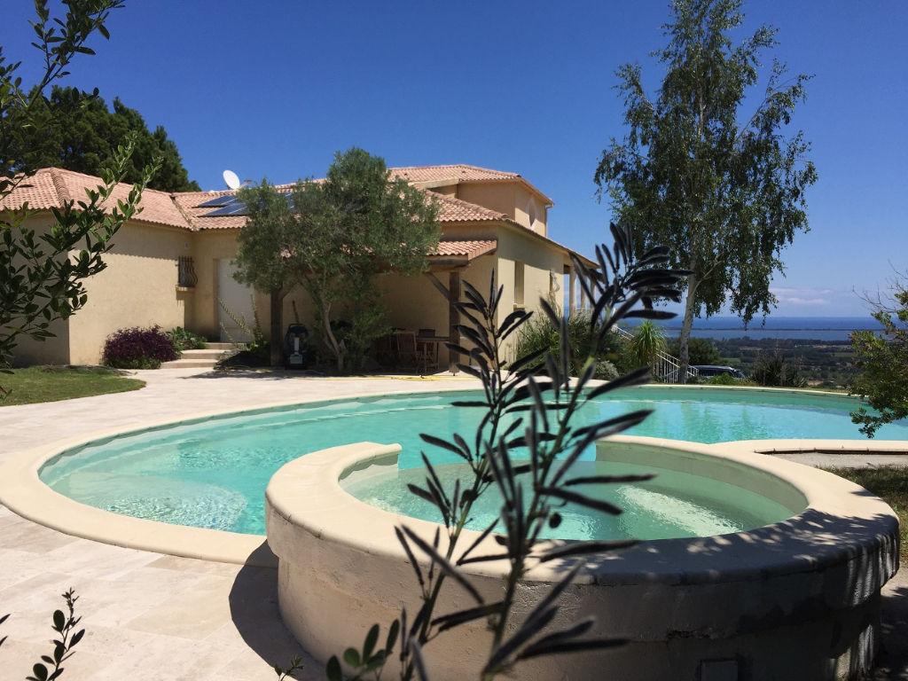 Biguglia, face à l'étang et à l'archipel Toscan, très belle maison de 300m² sur 1800m² de terrain avec piscine. photo 1